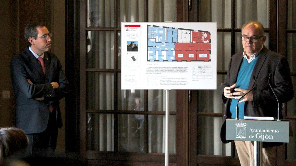 Fernando Couto y Álvaro Ron presentando el proyecto para la reforma de la Casa Paquet