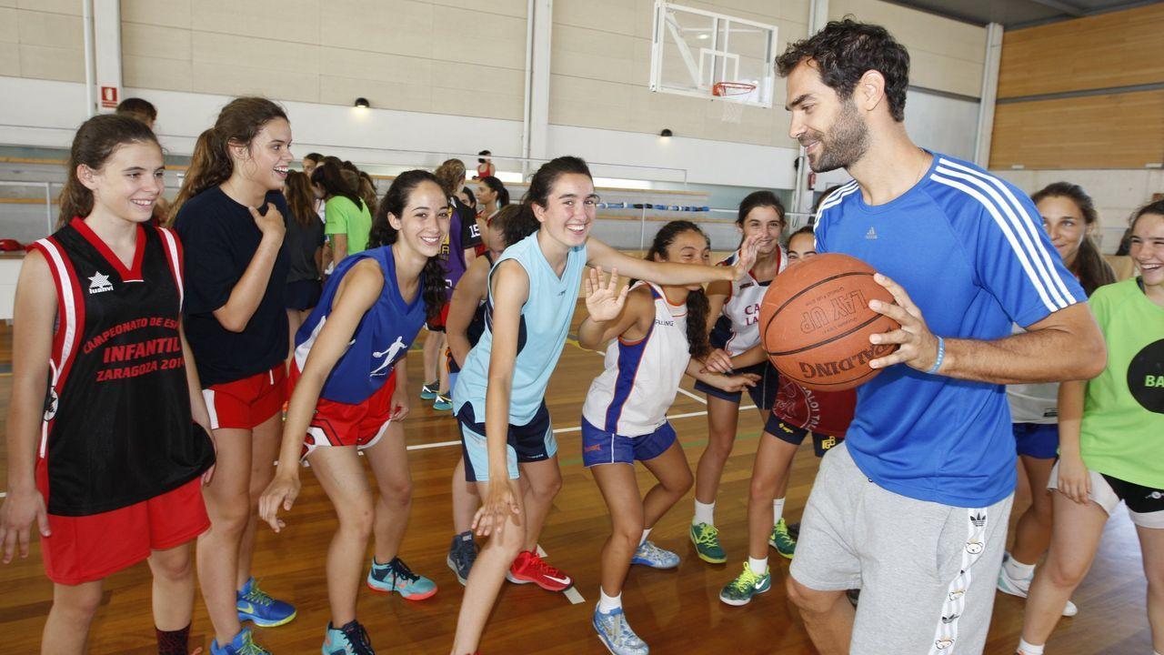 carmona.Calderón nun campus de baloncesto impartido en Ribadeo, nunha imaxe de arquivo