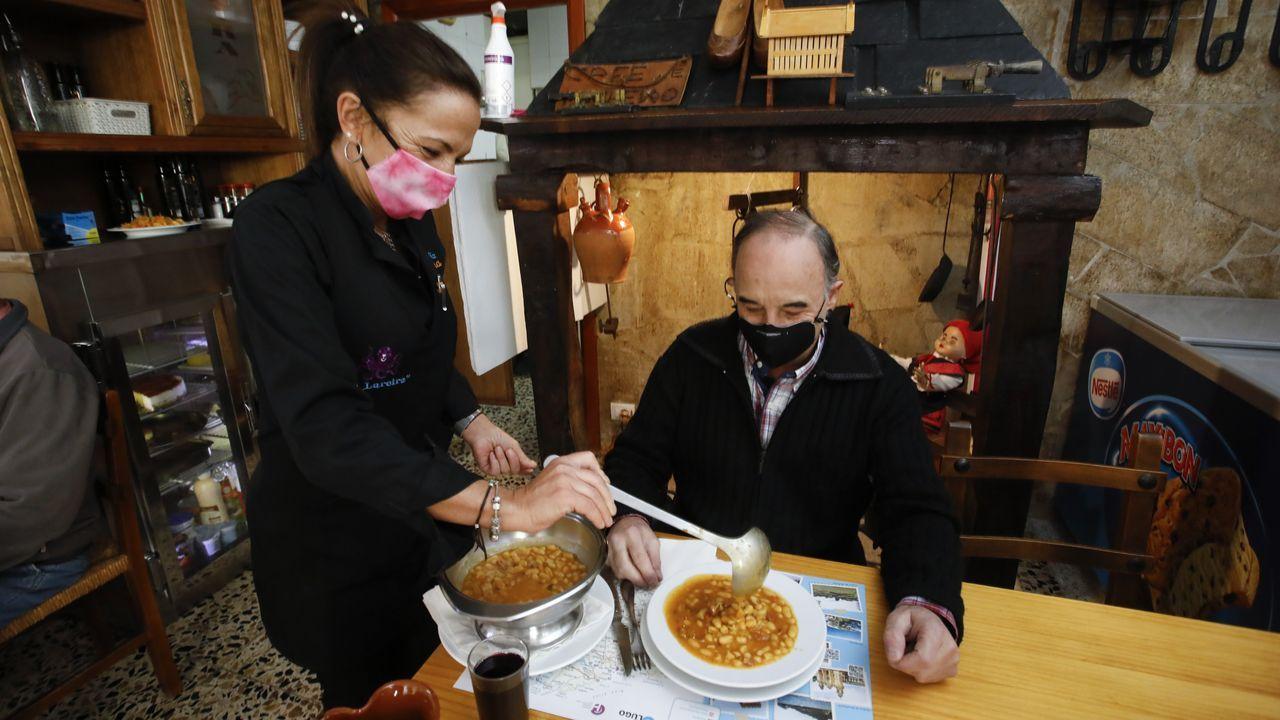 Los platos de cuchara triunfan en el menú del día de A Lareira, que cuesta 9 euros