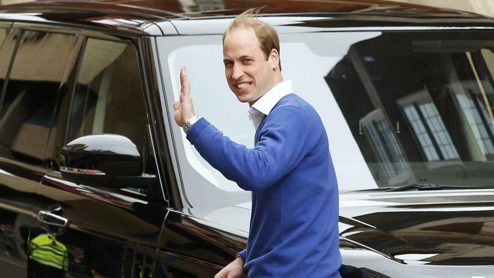Guillermo sale de la clínica unas horas después del nacimiento de la princesa