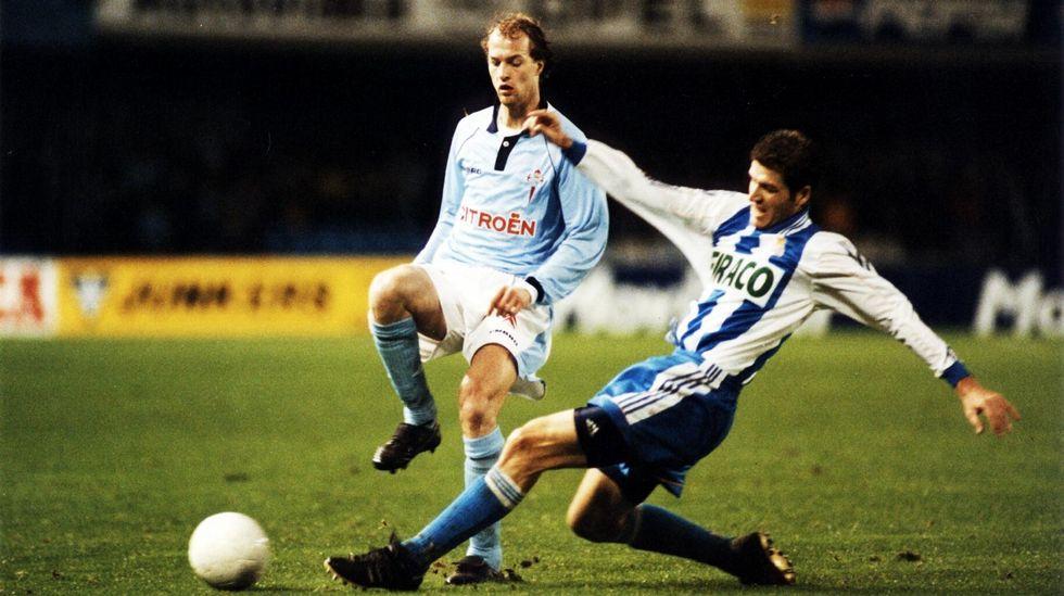 Barcelona y Amsterdam rinden tributo a la figura de Johan Cruyff.Cruyff, viendo al Celta en Balaídos en 1999, cuando su hijo jugaba en el equipo