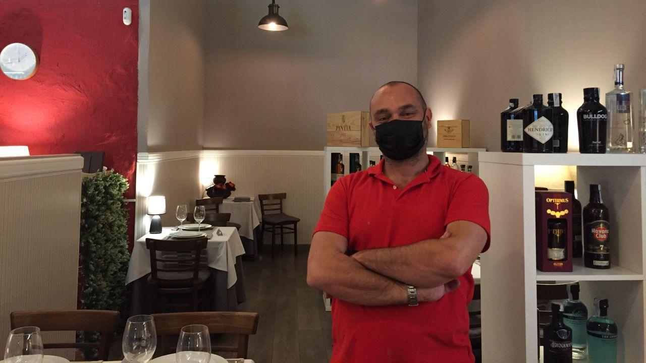 Fran Naya está al frente del restaurante A Capela, reclama información en positivo