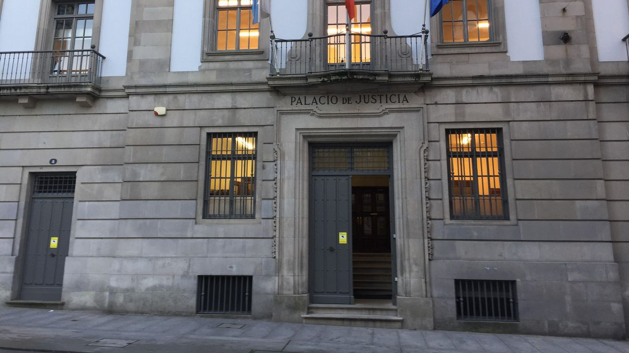 Edificio de Vigo donde apareció muerto un okupa