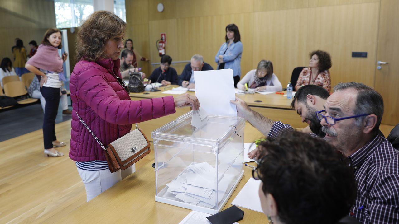 Vigo se llena de huellas de pisada rosa.Laureano Bermejo (en el centro) con los candidatos de las cuatro provincias
