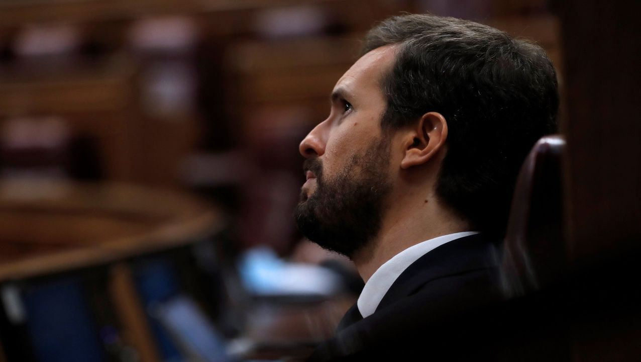 Sánchez comparece tras plantear a los presidentes autonómicos una nueva prórroga.Montero charla con Iglesias en un acto de Podemos el pasado año