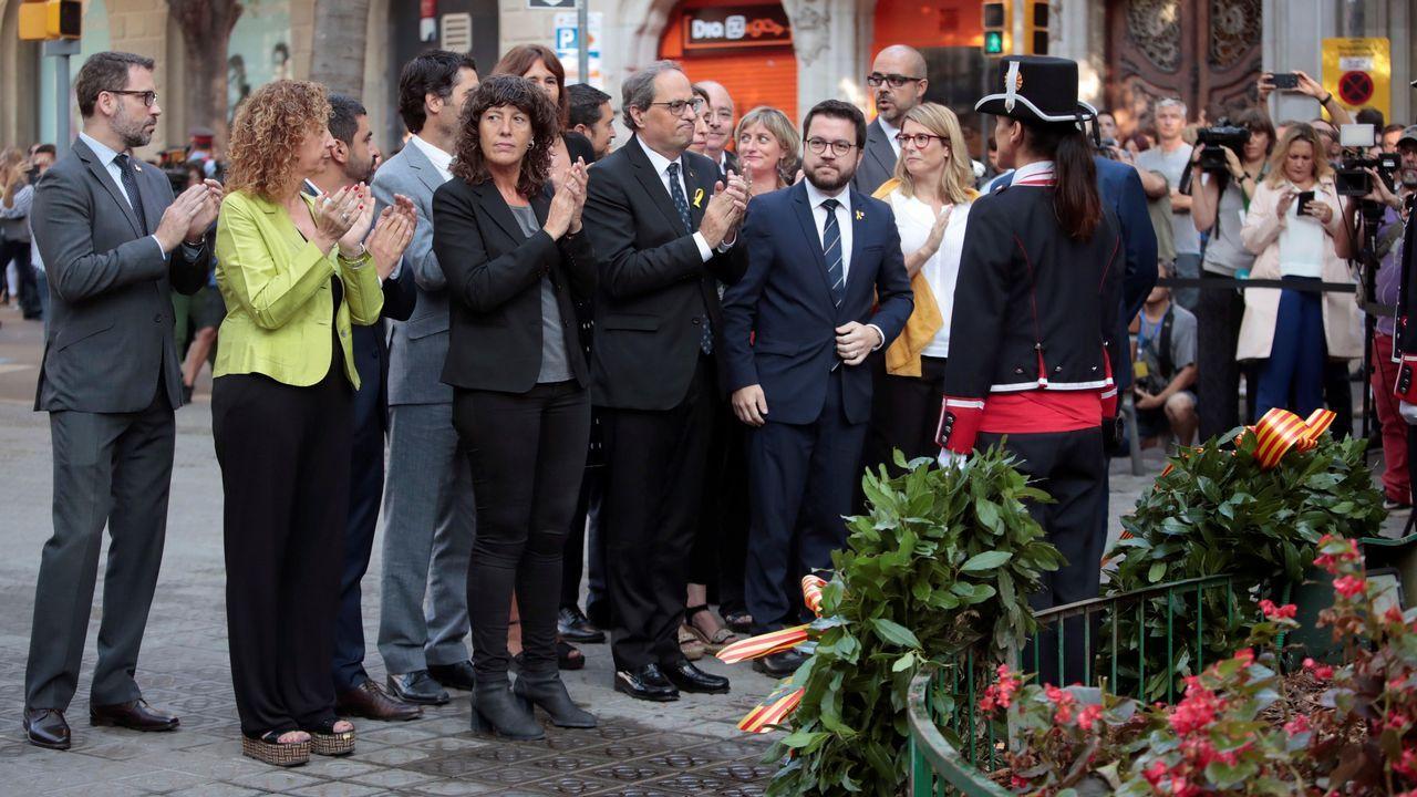 Ofrenda floral del Gobierno de Cataluña en el monumento de Rafael Casanova en Barcelona.