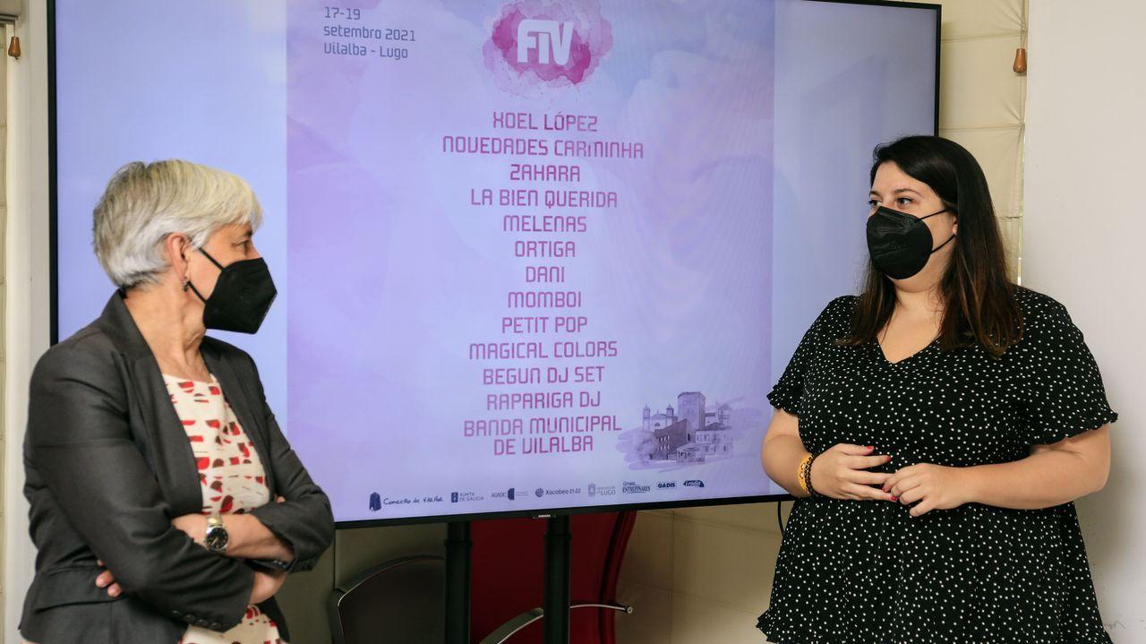 De izquierda a derecha, la alcaldesa de Vilalba, Elba Veleiro, y la concejala de Cultura, Vanesa Siso, en la presentación