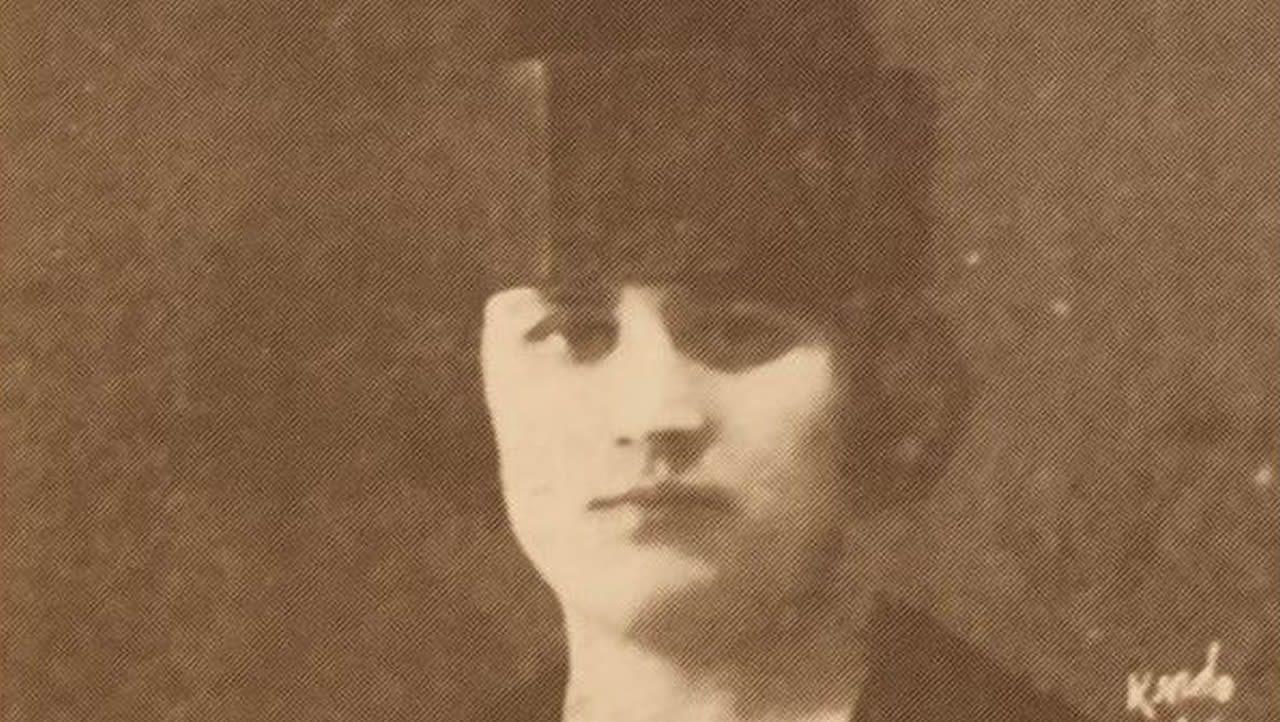 Olimpia Valencia se licenció en Medicina por la USC en junio de 1925