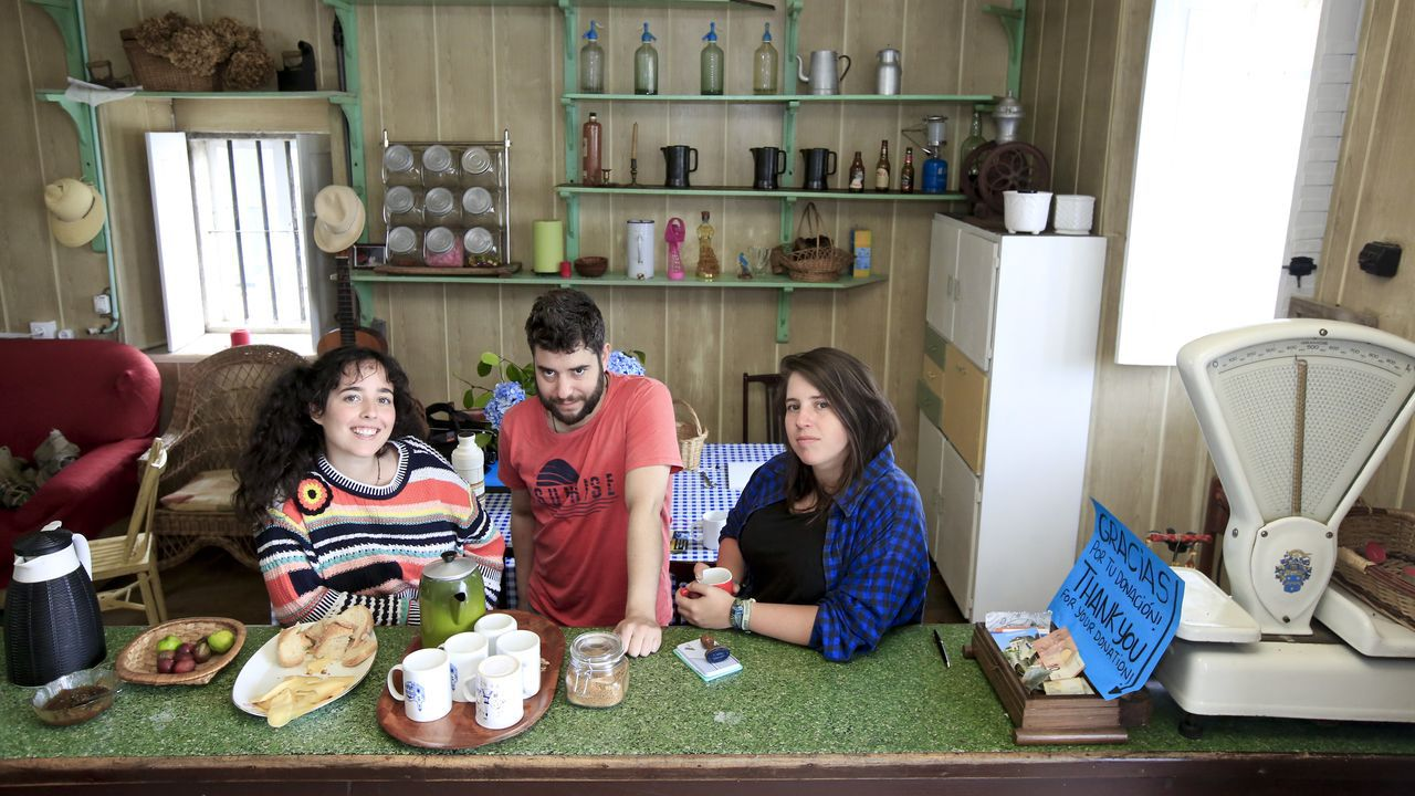 La familia sigue con esperanza la búsqueda de Blanca Fernández Ochoa.Ana, Alberto y Sol en Casa Nicanor