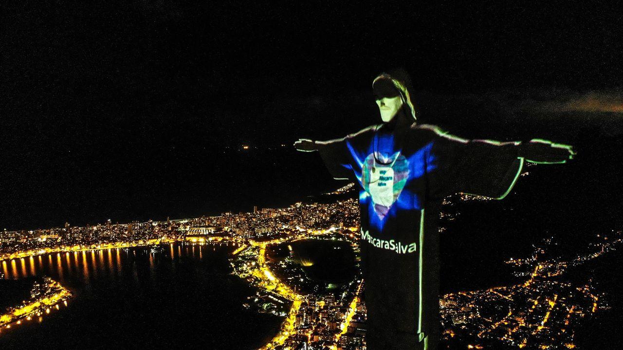 En Brasil, el Cristo Redentor lució ayer una mascarilla proyectada sobre su rostro para concienciar a la población