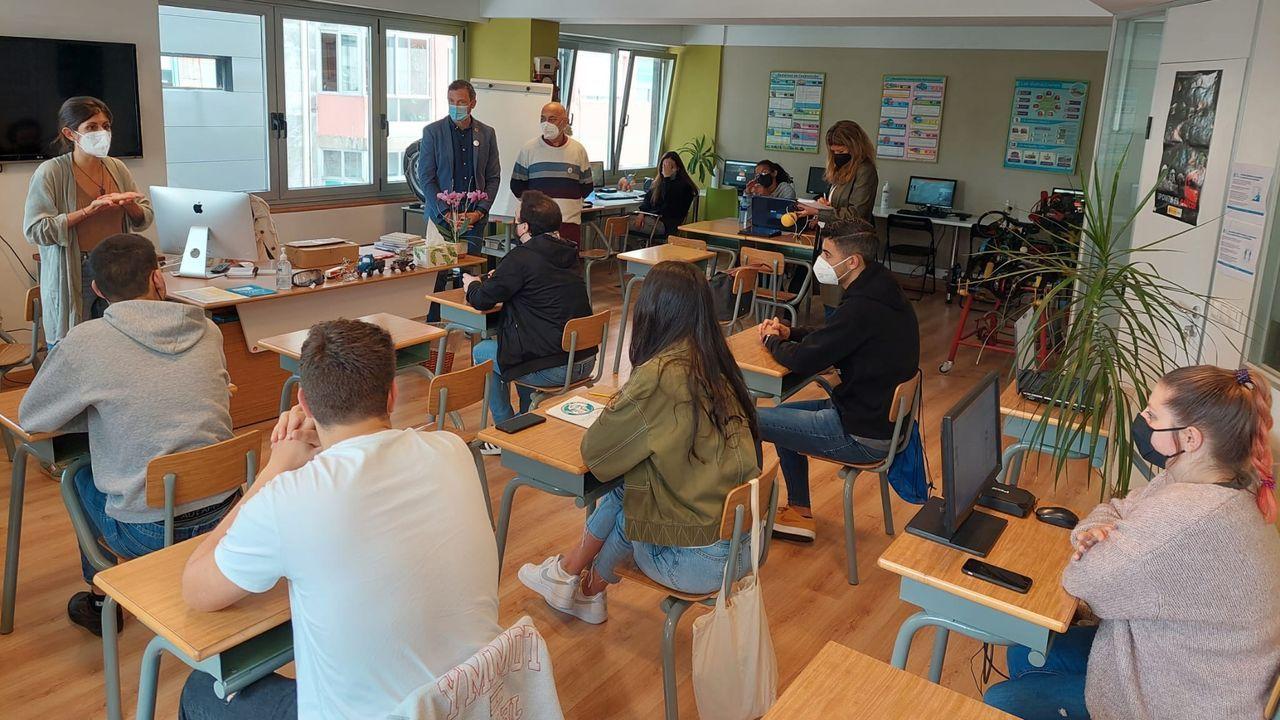 Taller del programa «Cambio de sentido», en el que participan nueve autoescuelas de Pontevedra