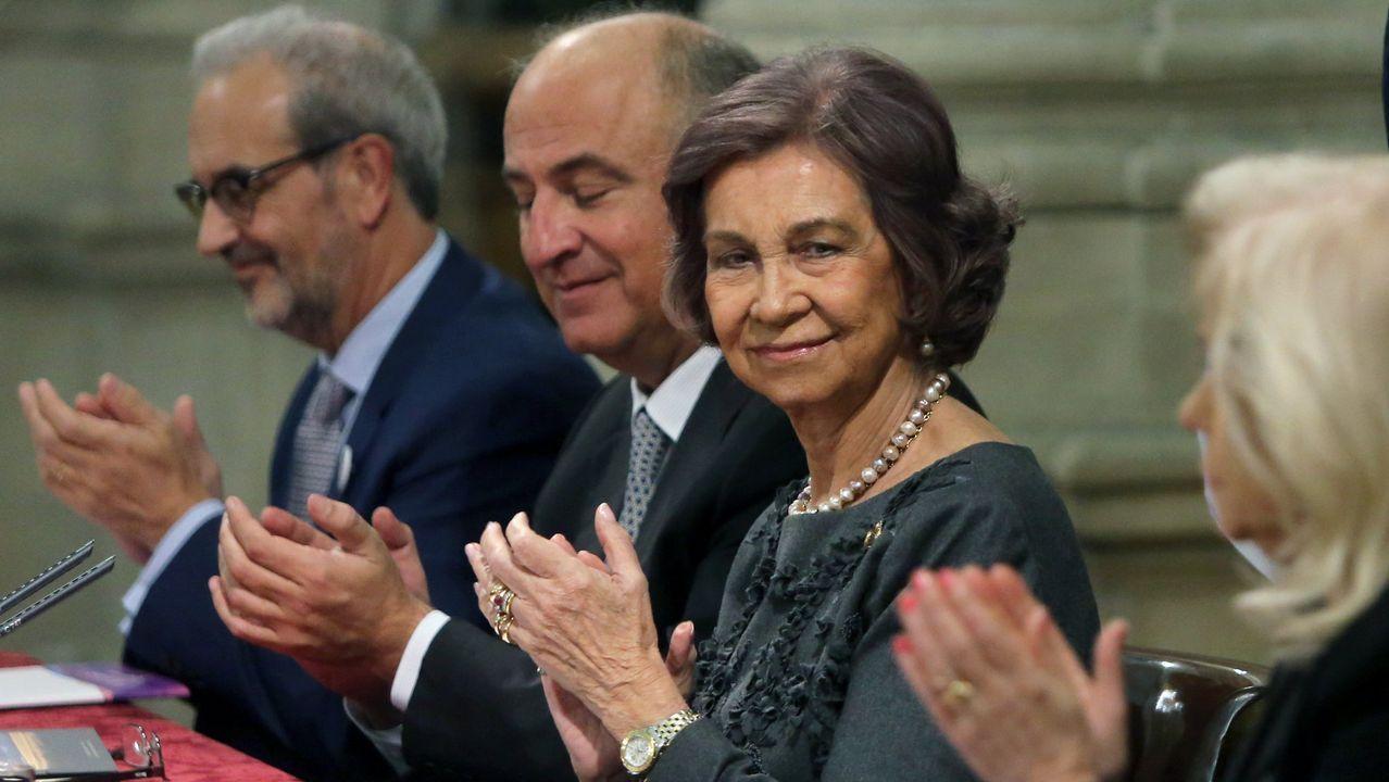 «El Camino es una experiencia para audaces y valientes».Marie-Chantal Miller junto a su marido Pablo de Grecia y sus suegros, Constantino (hermano de doña Sofía) y Ana María