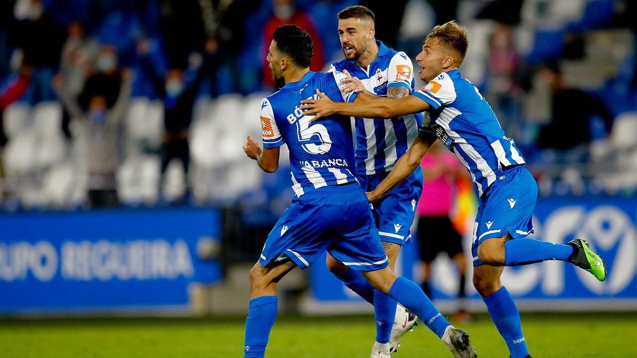 Las imágenes del partido entre el Pontevedra y el Celta B.Bóveda, ayudado por sus compañeros tras la lesión