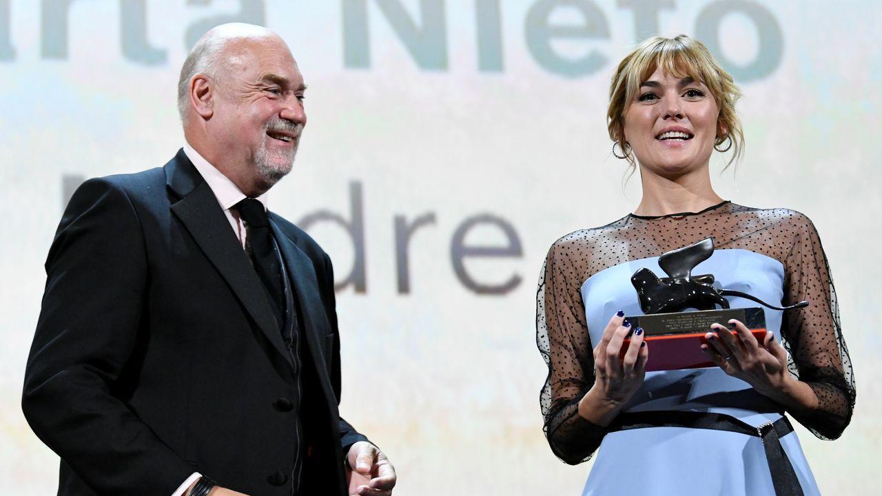 Marta Nieto recoge en Venecia su premio a la mejor actriz en la sección Horizontes por su papel en la película de Rodrigo Sorogoyen «La madre»