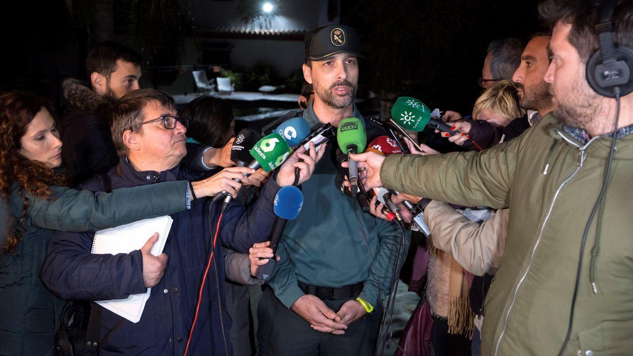 El portavoz de la Guardia Civil en Málaga, Jorge Martín, atiende a los medios mientras prosiguen con el rescate de Julen