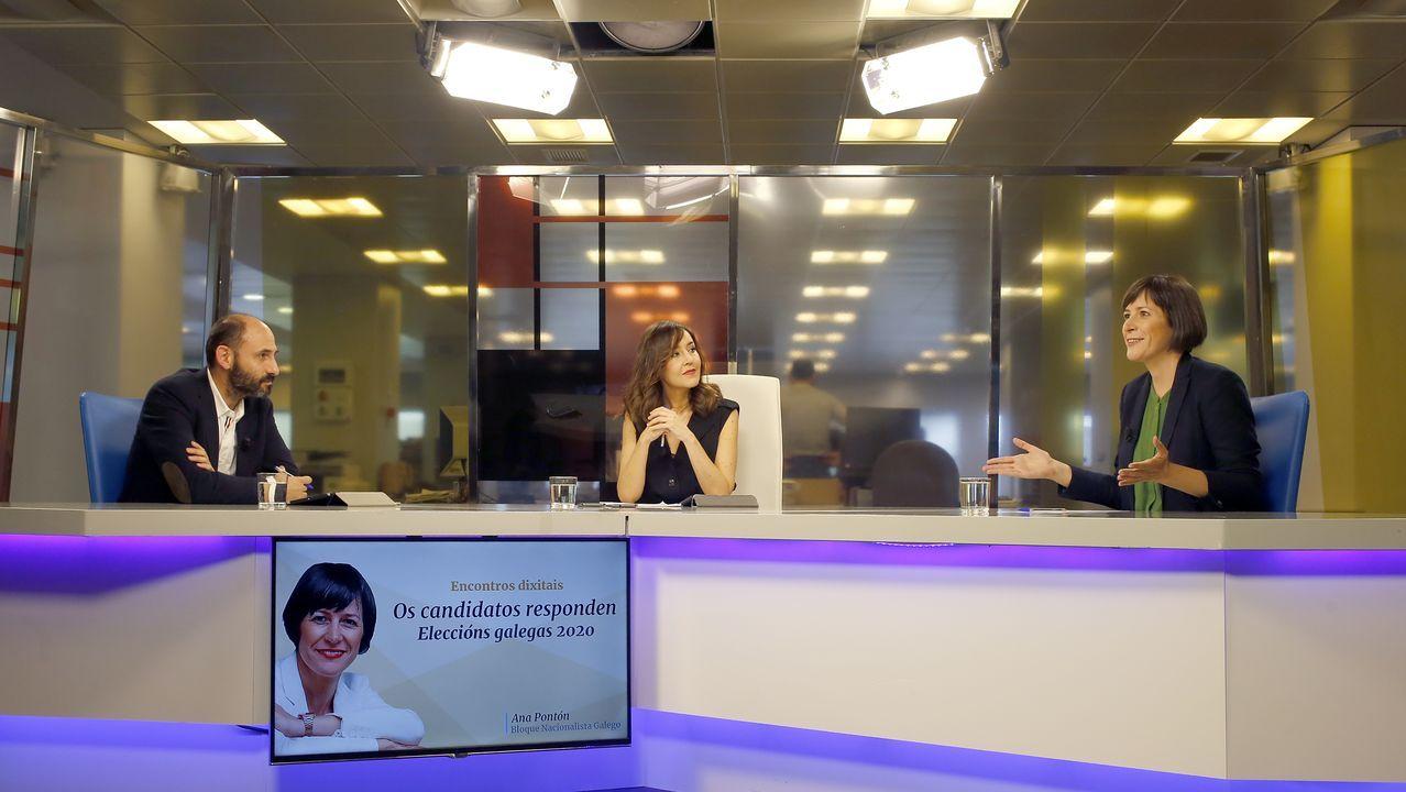 Encontro dixital con Ana Pontón.La candidata del BNG, Ana Pontón, el miércoles en el barrio de Recimil, en Ferrol