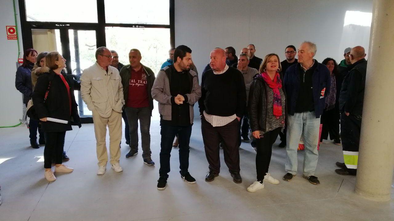 desempleo abril.Rubén Rosón y Ana Taboada visitan el Mercado de la Corredoria