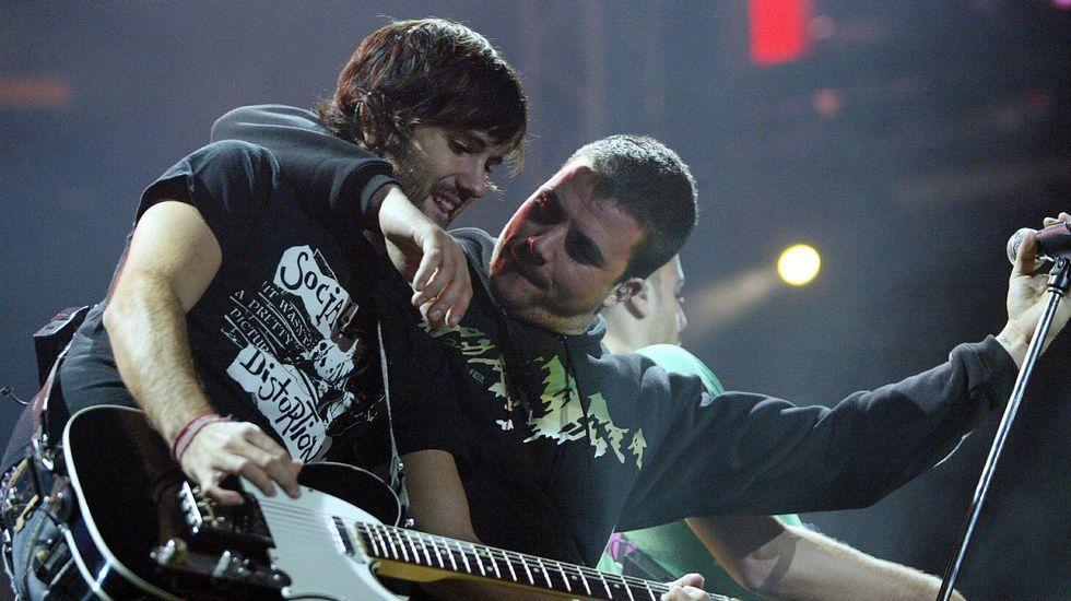El concierto de Dani Martín, en imágenes.David Otero y Dani Martín durante un concierto de El Canto el Loco en el 2006.
