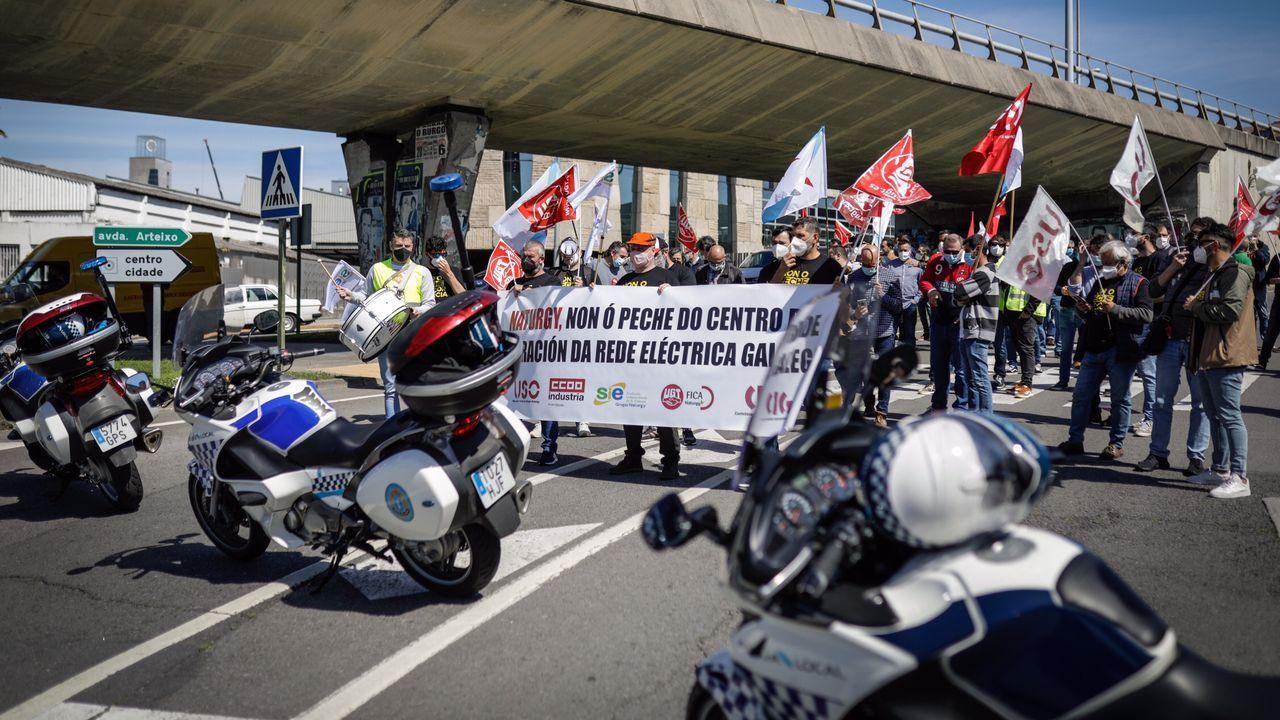 Manifestación de los trabajadores de Naturgy en A Coruña por el cierre del centro de operación de red