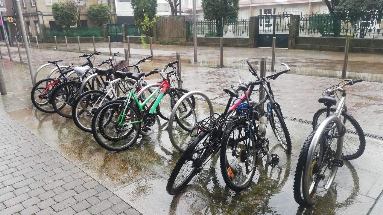 El Concello de Pontevedra ha localizado cinco bicicletas abandonadas en el aparcamiento de Joaquín Costa