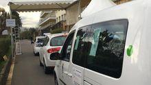 asturias vacunas.Coches esperan su turno para las vacunaciones a grandes dependientes en el AutoVac del Hospital Naranco
