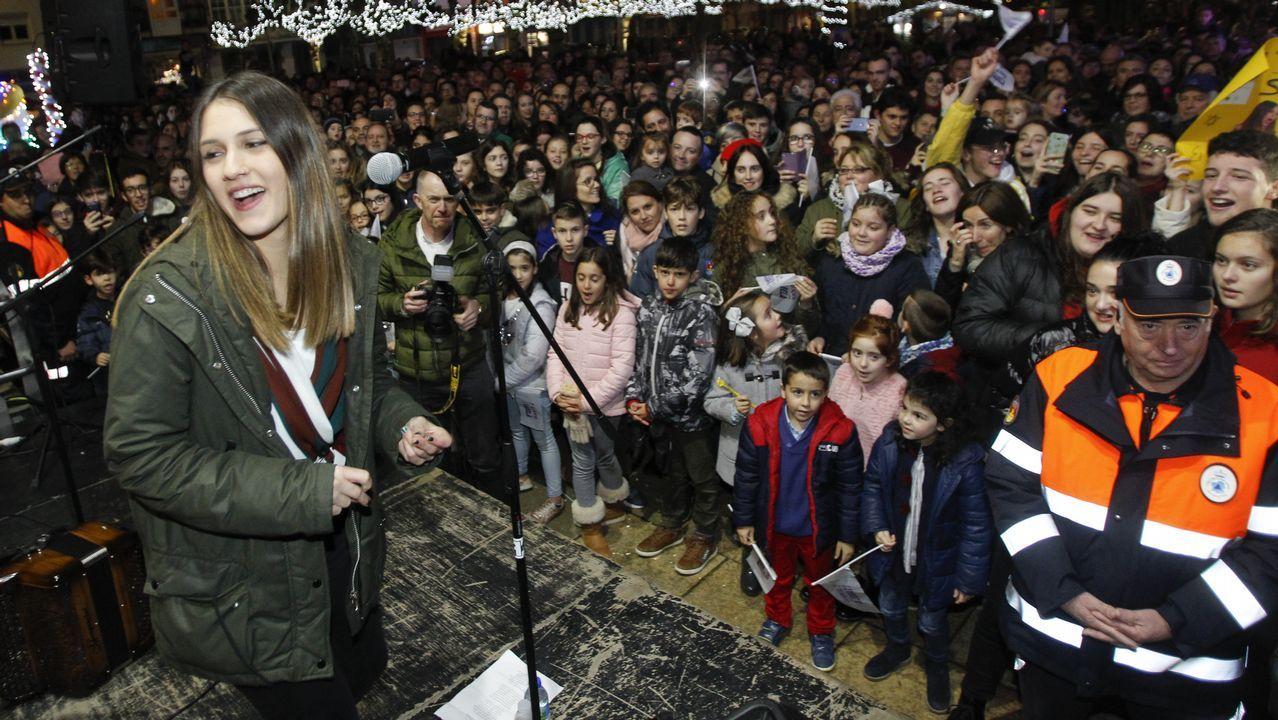 PROGRAMA A RADIO CONTA DESDE EL TEATRO ROSALIA DE CASTRO