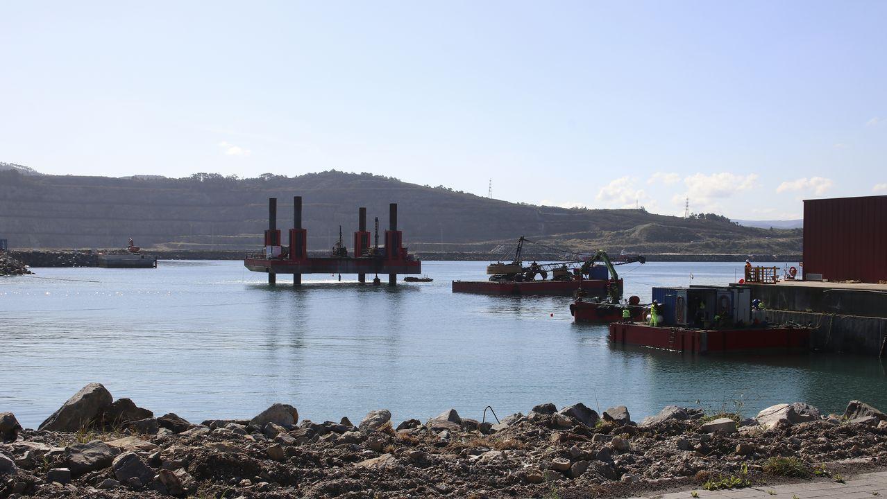 Atraca un buque semisumergible para llevar siete bloques para el puerto de Aberdeen.PUERTO EXTERIOR DE PUNTA LANGOSTEIRA
