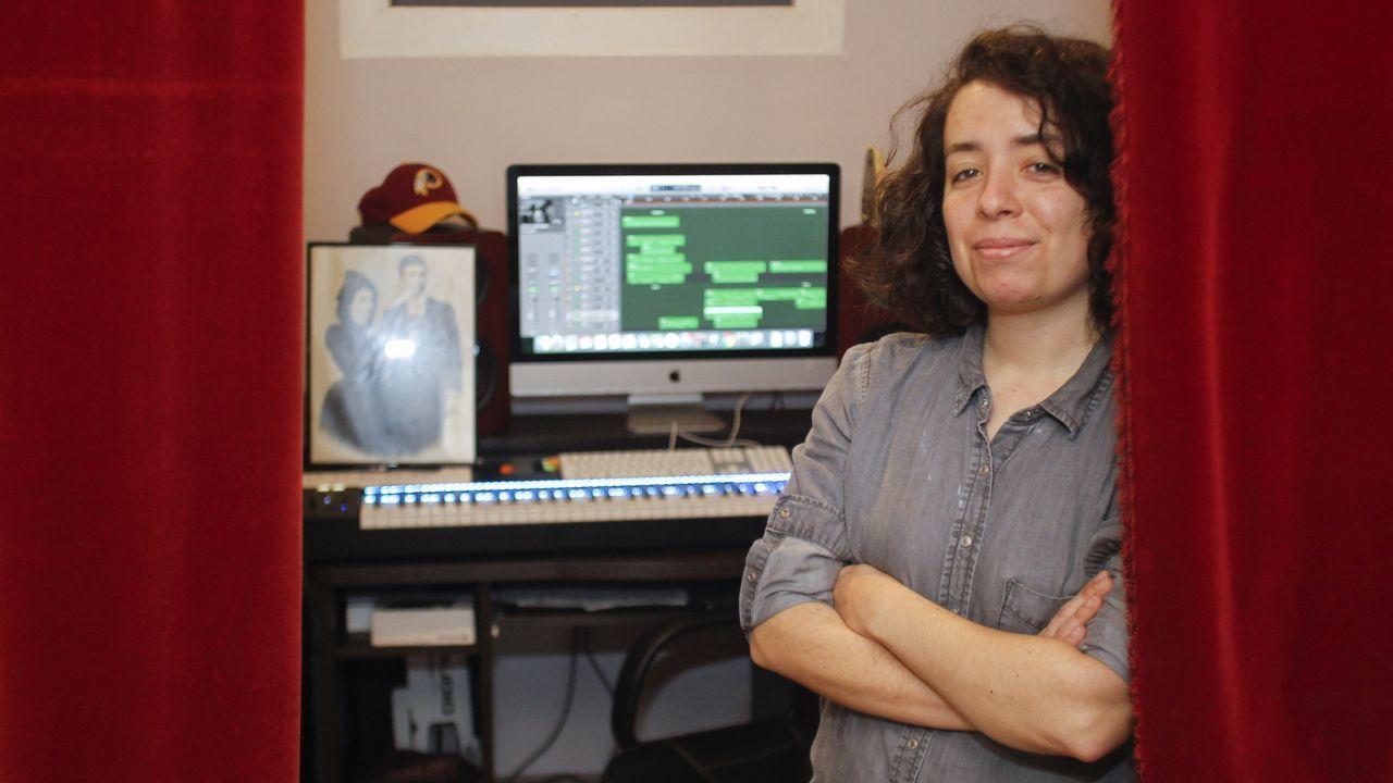 Tráiler de Port Authority.Sofía Infante, retratada ayer en el estudio de su casa, en el barrio ferrolano de A Magdalena
