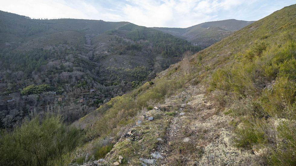 Un tramo del camino que lleva a la ermita de San Xoán