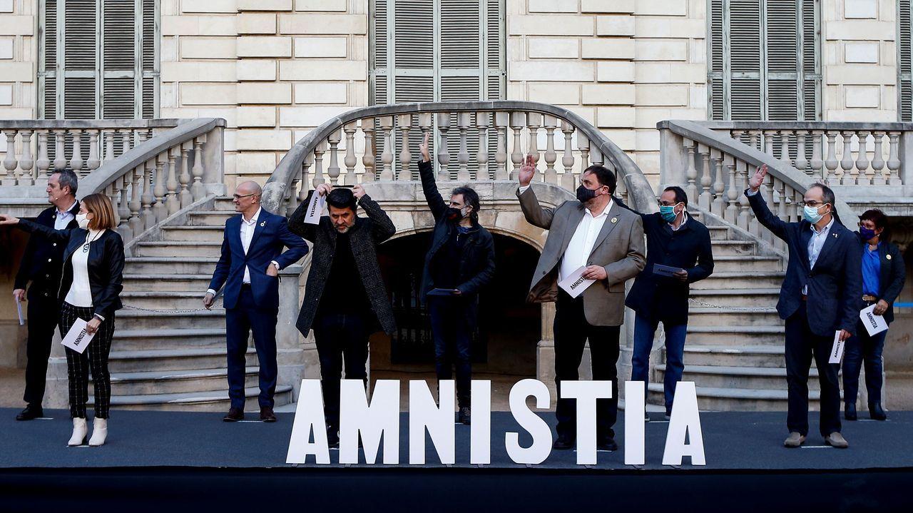 Sánchez anuncia los cambios en el Gobierno.Acto conjunto de los nueve políticos presos del «procés», el único en el que participaron representantes de ERC y Junts, el 1 de febrero en Barcelona. A la izquierda, Forcadell (ERC) y Forn (JxCat); a la derecha, Bassa (ERC) y Turull (JxCat), y en el centro, Romeva (ERC), Sànchez (JxCat), Cuixart (Òmnium), Junqueras (ERC) y Rull (JxCat)