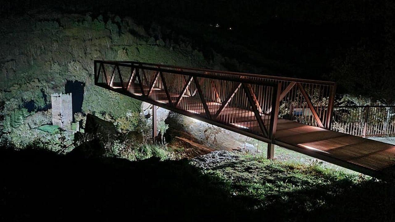 Los efectos de Dora en las carreteras lucenses.Iluminación de la torre de Doncos desde el mirador de la N-VI