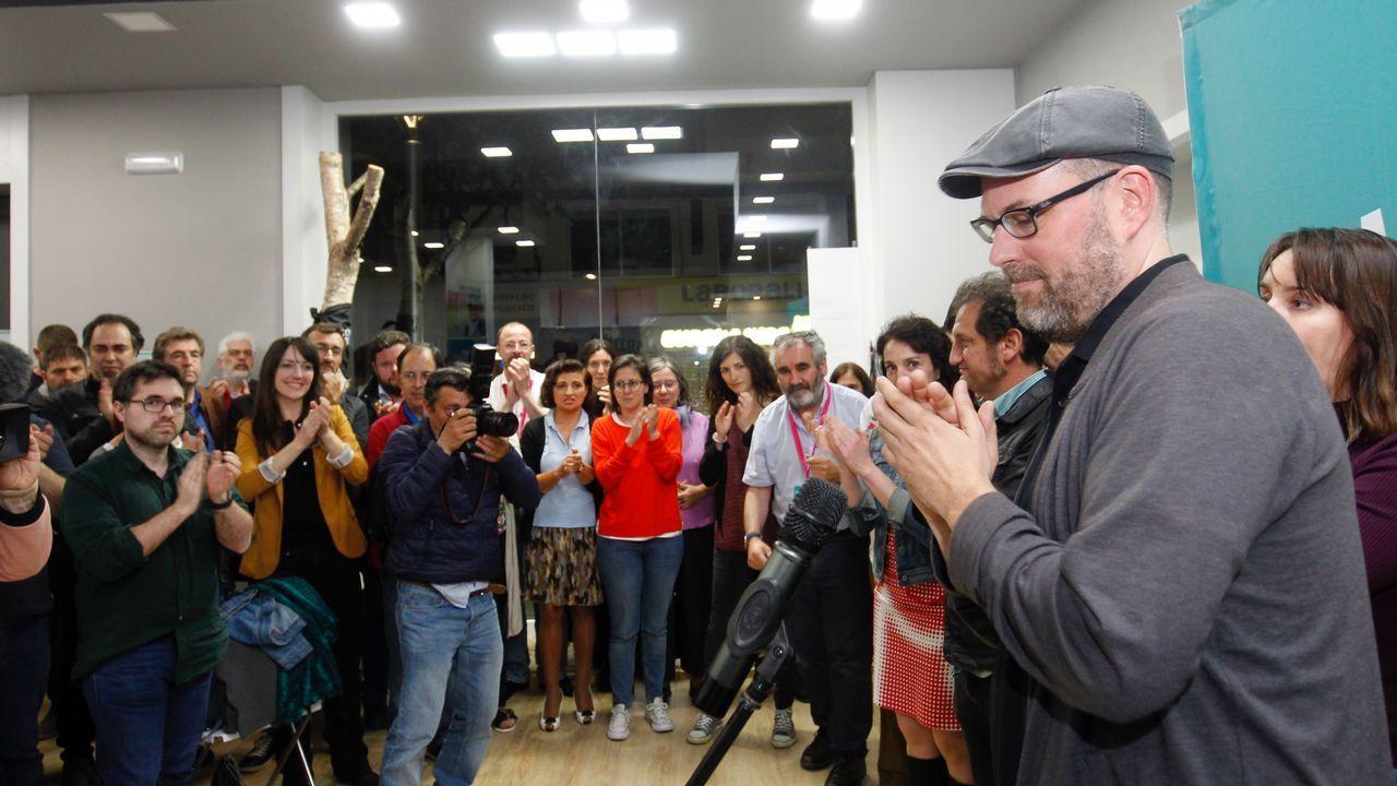 Caras largas en la sede de Compostela Aberta tras perder cinco concejales