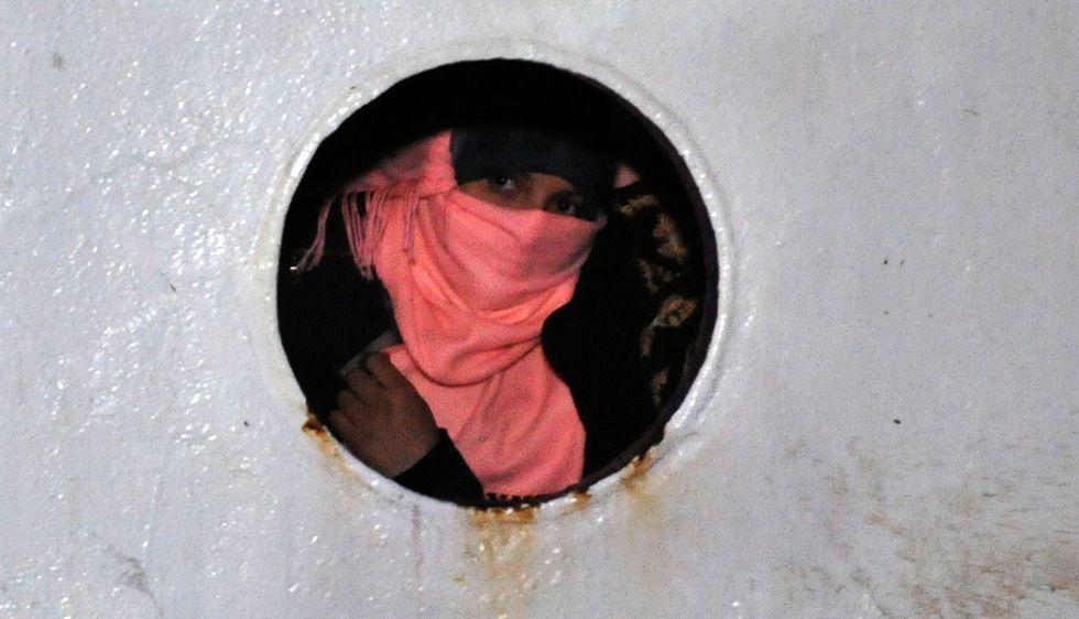 Evolución de las vistas nocturnas de Siria en los últimos años.Una de las 54 mujeres sirias que viajaban en el carguero, a su llegada a puerto