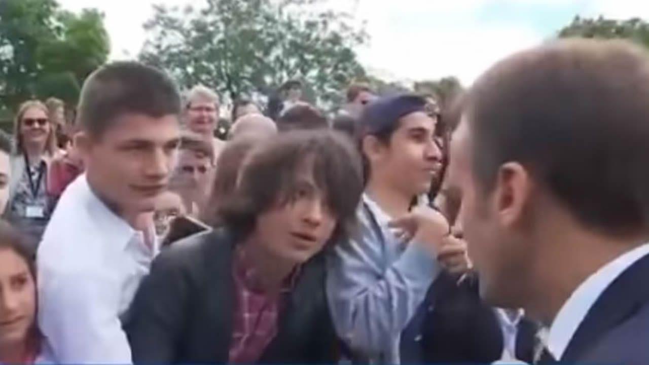 Macron abronca a un adolescente por llamarle «Manu»