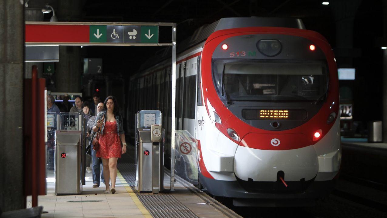 pasajero, autobús, bus, Asturias.Estado actual de la estación de Fuso de la Reina, en la antigua línea de Feve de Oviedo a Ujo