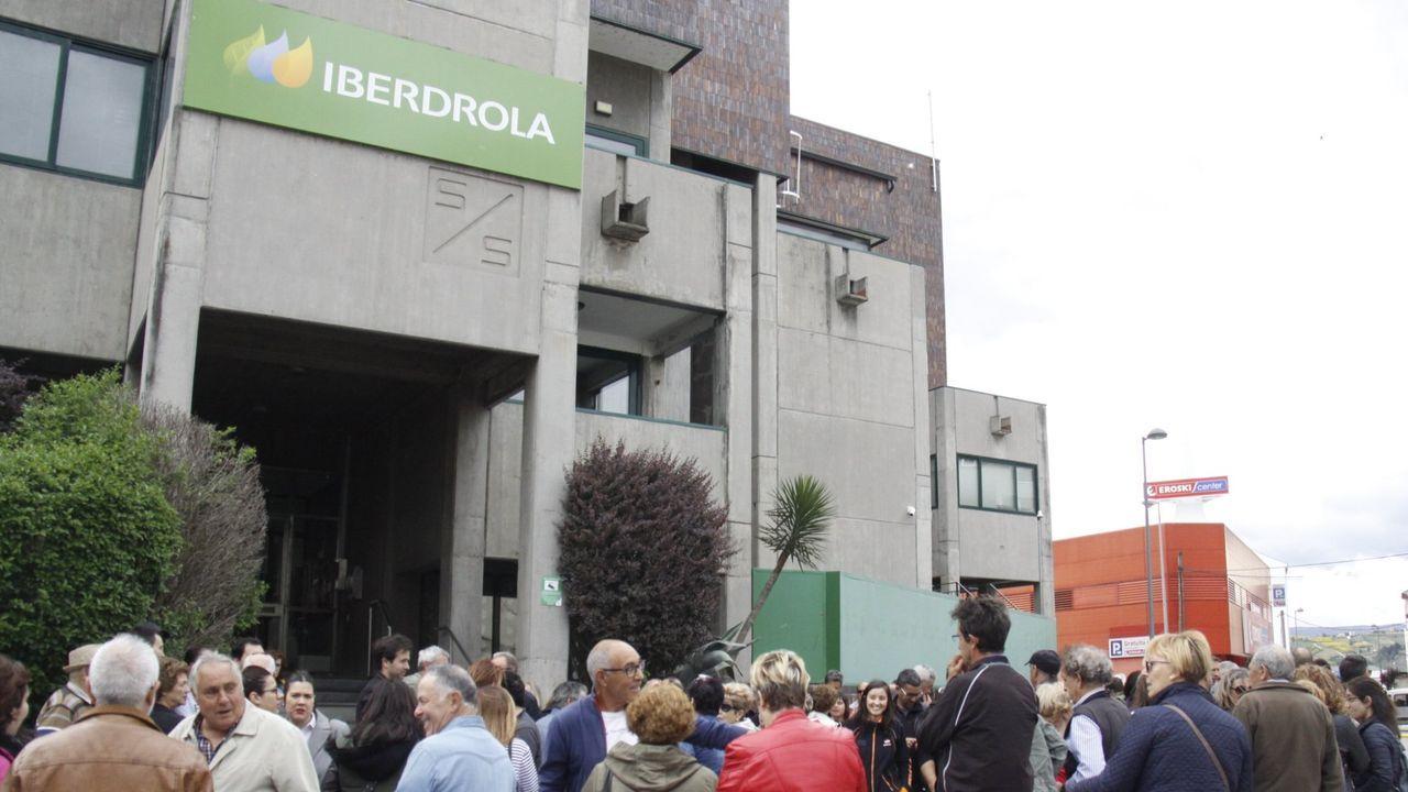 Protesta del metal en Vigo.Concentración ante el COC de Iberdrola en A Rúa