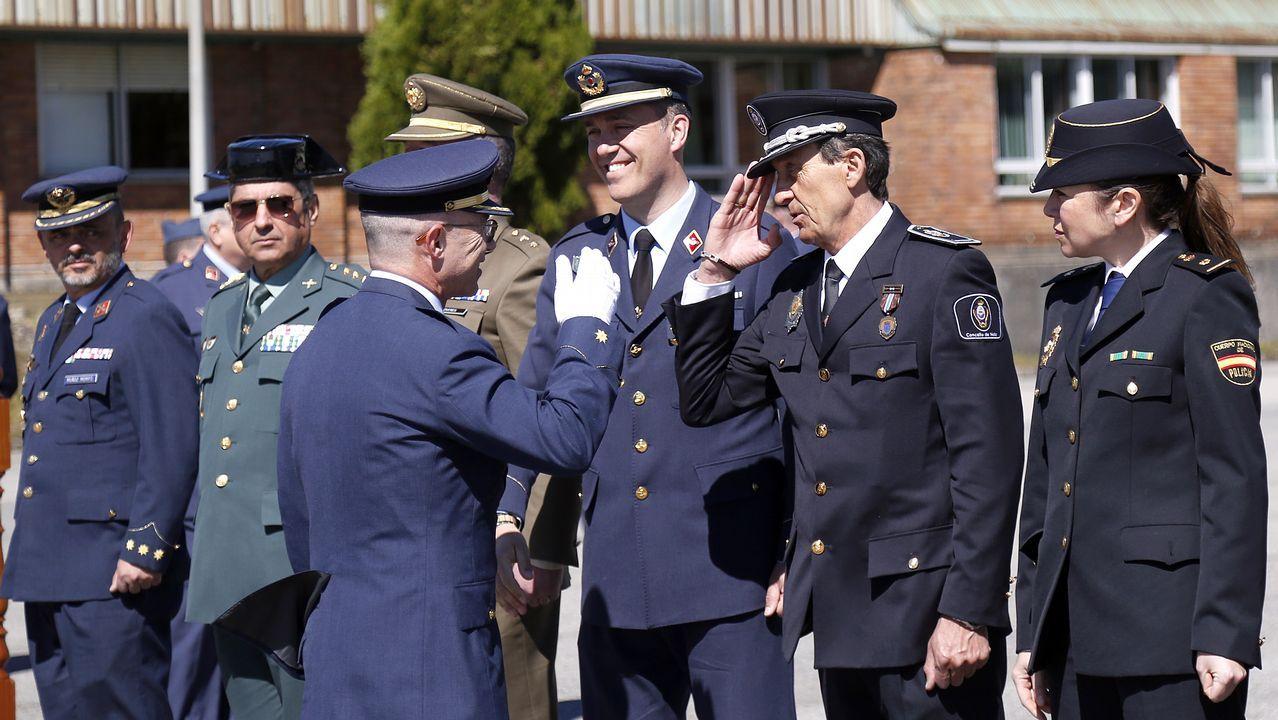 El comandante Roberto Ruiz Rumbo toma el mando de la base EVA-10.Presentación de las pizzas de lamprea
