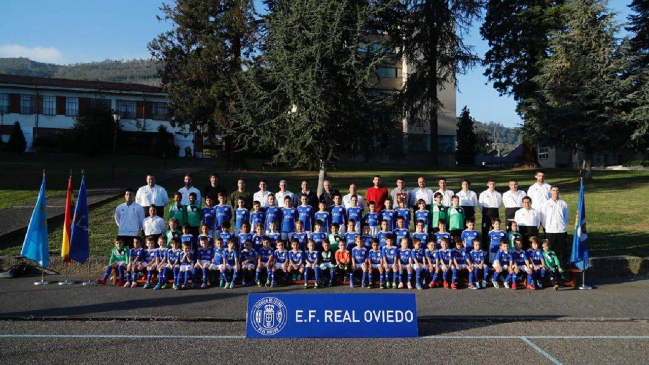 Foto de familia de la Escuela Real Oviedo