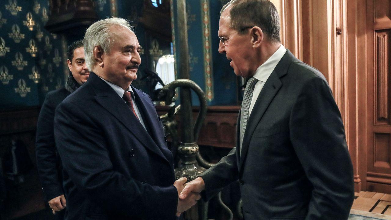 El ministro ruso Lavrov recibe al mariscal Hafter, que controla el este de Libia y lidera la ofensiva sobre Trípoli