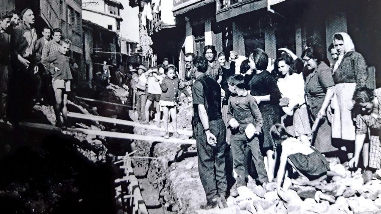 El secreto del líquido dorado gallego que endulza al mundo.Obras que realizaron los vecinos en 1963 para urbanizar el tramo final de la calle