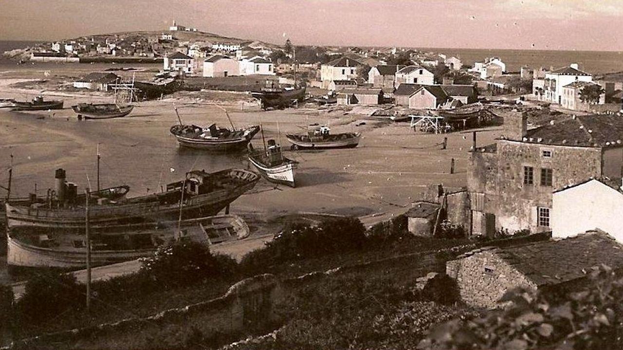 Imagen de histórica de barcos en San Cibrao, enviada por Pablo Mosquera para ilustrar este texto