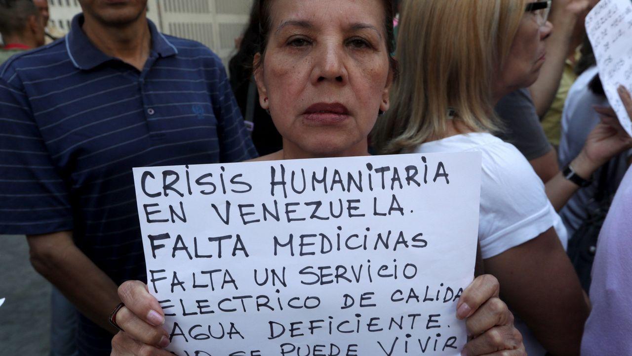 Manifestación de trabajadores del Hospital infantil J.M. de los Ríos para pedir el ingreso de ayuda humanitaria