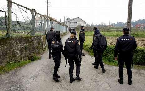 Bárcenas.Imagen del despliegue policial en el que fue detenido un miembro de Resistencia Galega.