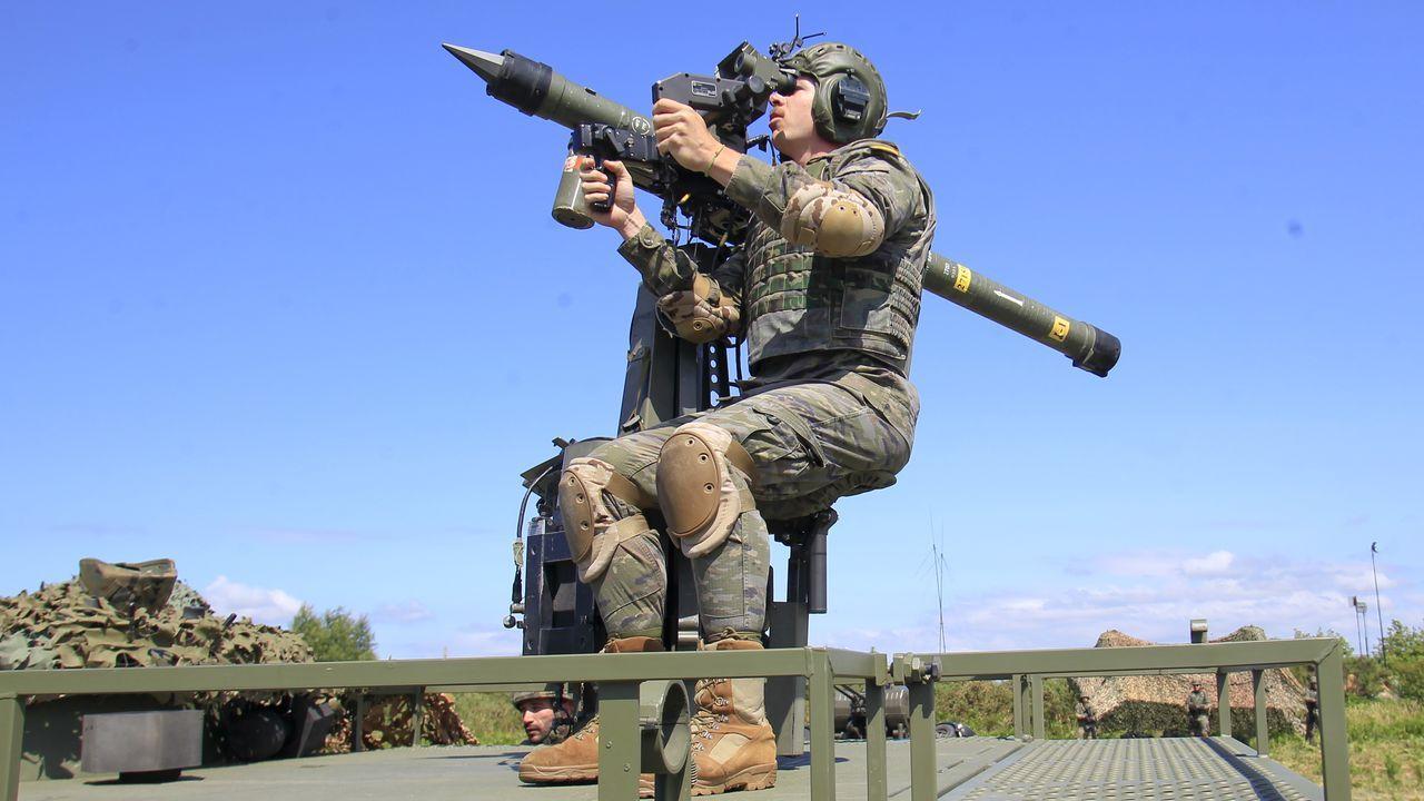 Simulación de un objetivo aéreo fijado y listo para el disparo
