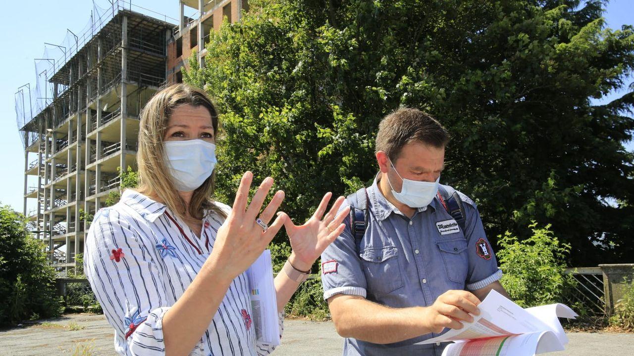 Arranca un Arde Lucus pasado por agua.Lara Méndez y el concejal Álvaro Santos