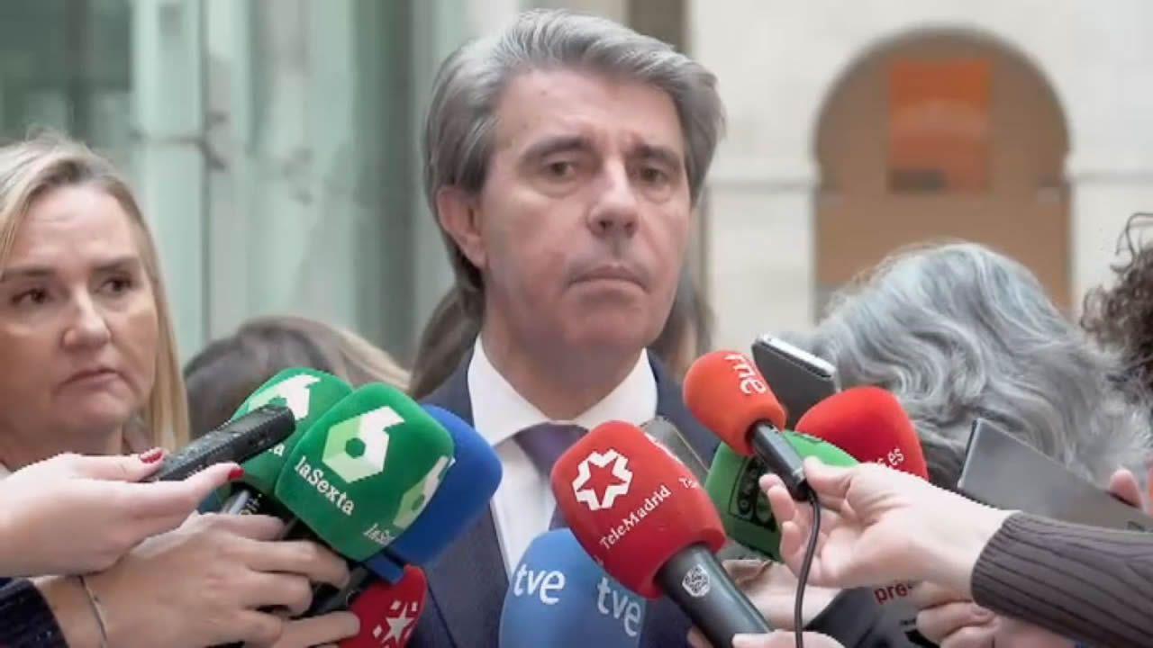 Cifuentes decide no declarar en la comisión del «caso Máster».Errejón e Iglesias, en uno de sus últimos encuentros en el Congreso