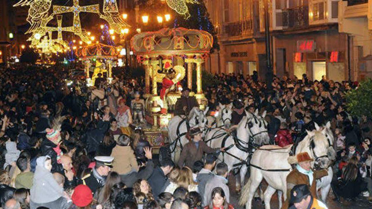 Los pajes reales ya están en Ourense.Cabalgata de Reyes de Oviedo