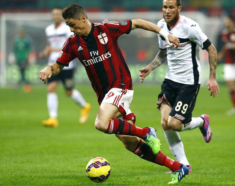 Mariló Montero: «Admiro la memoria del que asoció el león come gamba con mi pera».Fernando Torres en un partido con el Milan.