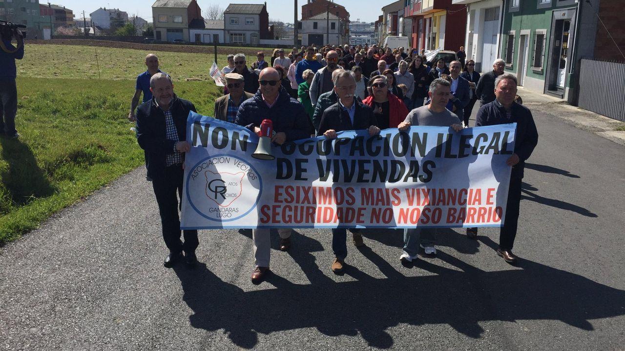 «Quero ser o presidente libre para cumprir os compromisos con Galicia».Manifestación convocada el pasado año para protestar contra la presencia de unos okupas en un barrio de Lugo