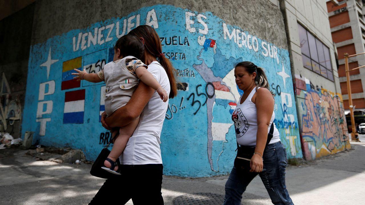 Un indigente encuentra a un bebé en un contenedor.Marisa Ponga